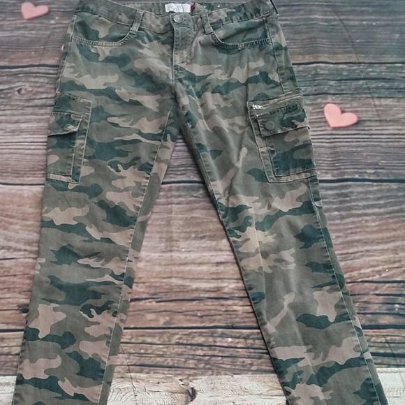 3196e6caffa86 Skinny cargo camo pants Juniors size 5. M 5a3befa231a376236d00dbce